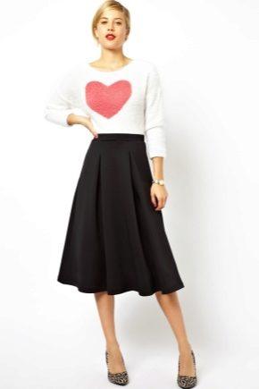 Черная юбка-солнце: модные образы