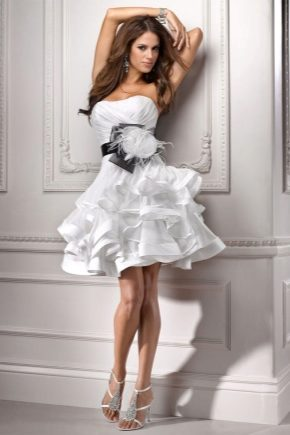 Платье с воланами на юбке