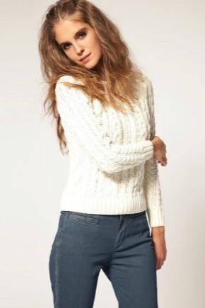 С чем носить белый свитер?