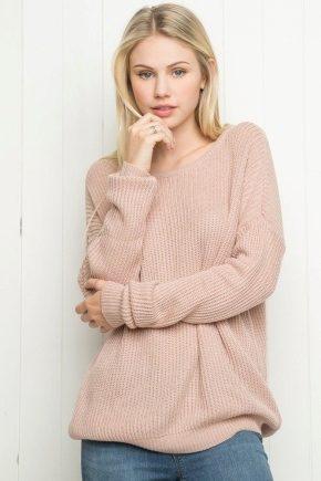 С чем носить розовый свитер?