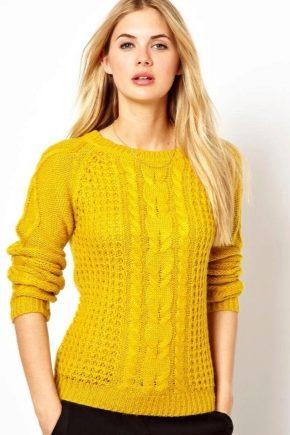 С чем носить желтый свитер?