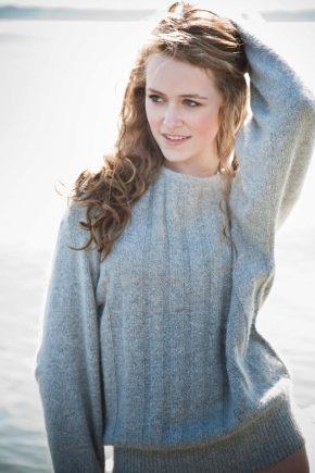 Стильный шерстяной свитер для осени и зимы