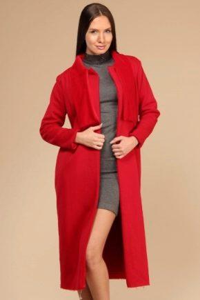 С чем носить красное пальто?