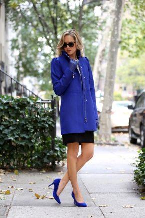 С чем носить пальто синего цвета?