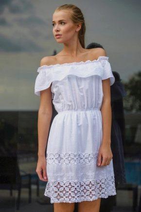 Сарафан с открытыми плечами – модный тренд сезона