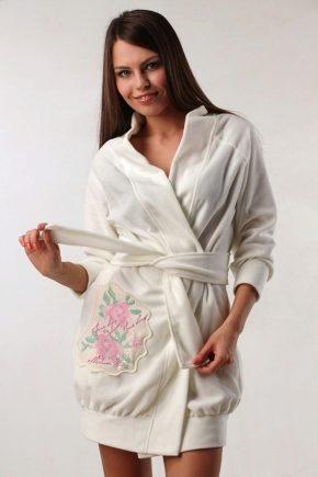 Женский белый халат