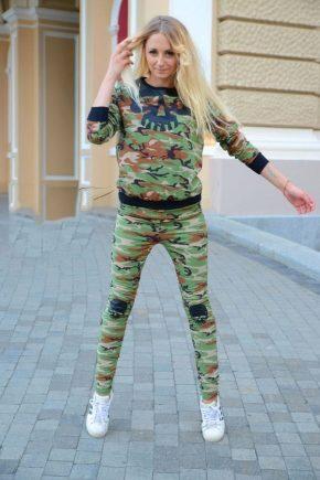 Камуфляжный спортивный костюм