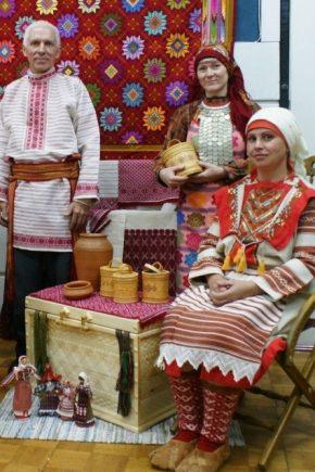Национальный удмуртский костюм