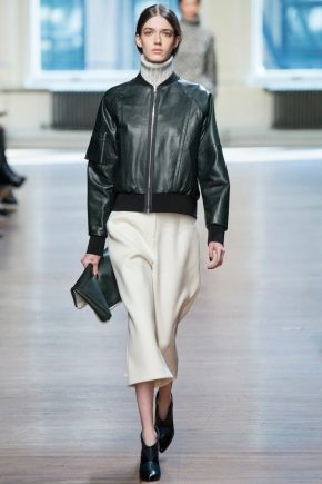 Женская кожаная куртка-бомбер