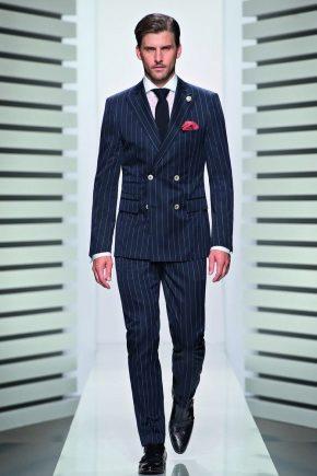 Модели в костюмах мужчины