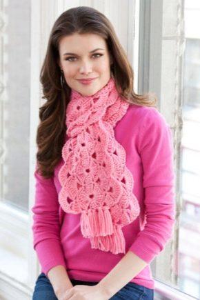 С чем носить розовый шарф?
