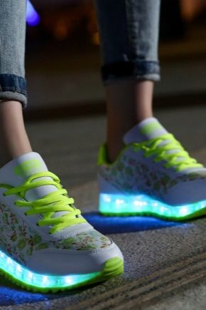 17104fad Кроссовки со светящейся подошвой для девочек: сколько стоят детские ...