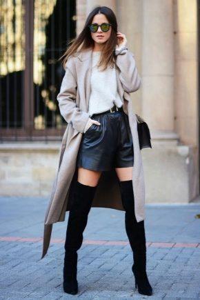 С чем носить черные ботфорты?