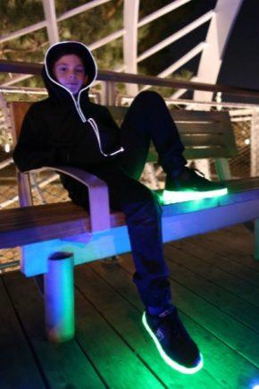 Светящиеся кроссовки для детей