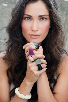 Красивое кольцо с камнем
