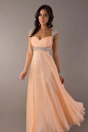 Макияж под персиковое платье