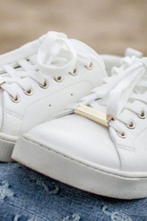 fade28cc9 Как почистить белые кроссовки? Как отмыть подошву, как и чем ...