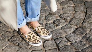 С чем и как правильно носить слипоны – советы стилистов