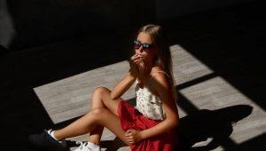 Кеды с юбкой - модные образы