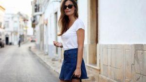 С чем носить джинсовую короткую юбку?