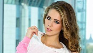 C чем носить розовый свитшот?
