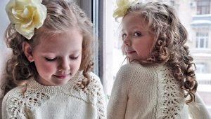 Красивые вязаные кофты для девочки