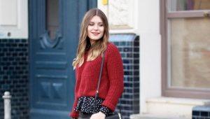 С чем носить красный свитер?