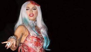 Леди Гага в платье из мяса
