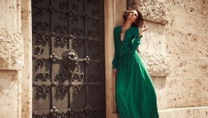 С чем носить изумрудное платье?