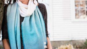 С чем носить бирюзовый шарф?