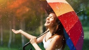 Радужные зонты снова в моде!