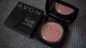 Компактная пудра для лица Avon