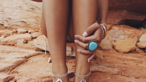Браслет на ногу из серебра
