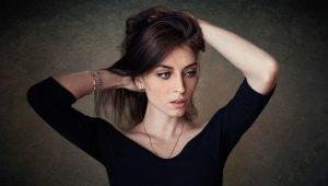 Как убрать белые пятна от дезодоранта на черной одежде?