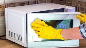 Как почистить микроволновку?