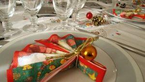 Как красиво сложить салфетки на новогодний стол?