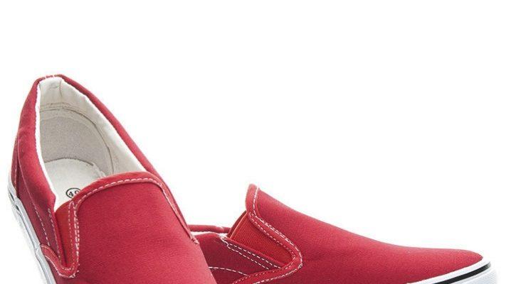 Красные слипоны – с чем носить в этом году?