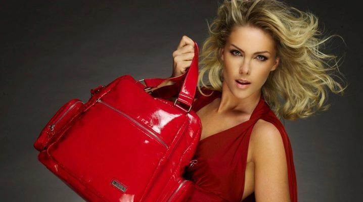 Лаковые сумки: как выбрать и с чем носить?