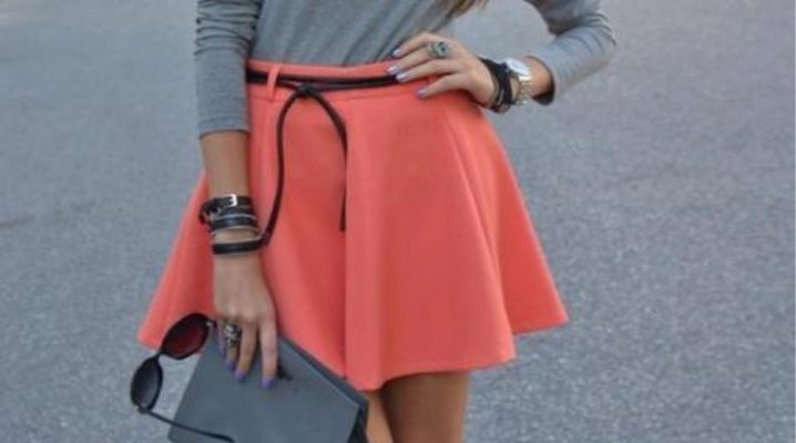 С чем носить коралловую юбку?