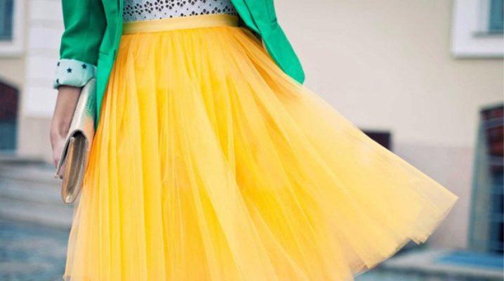 С чем носить желтую юбку?  Полезные советы по сочетанию предметов гардероба