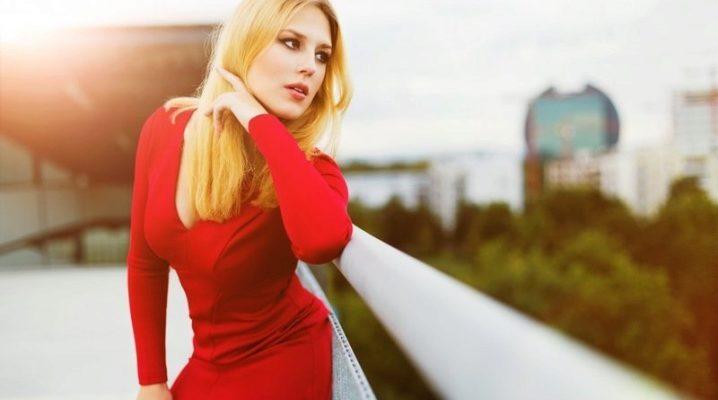 С чем носить платье-футляр красного цвета?