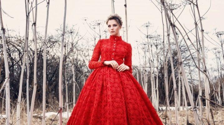 Вечернее платье в пол красного цвета