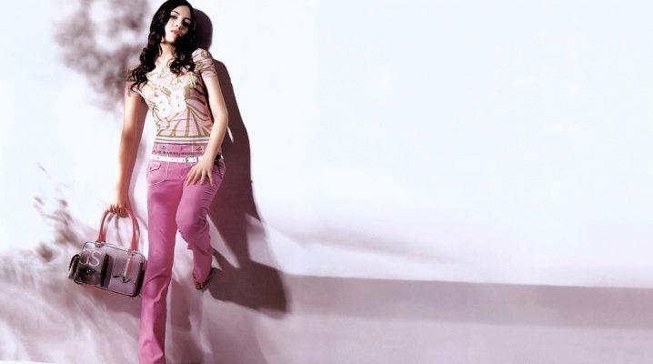С чем носить розовые штаны?