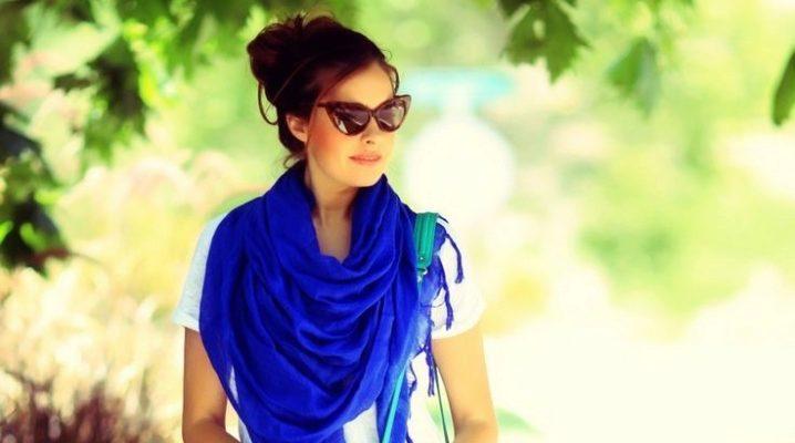 С чем носить синий и темно-синий шарф?