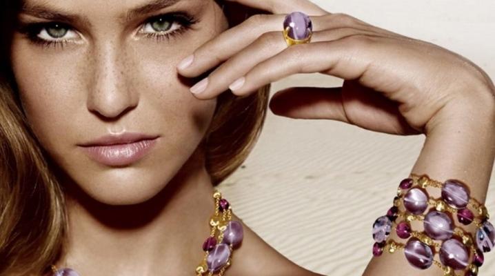 Бижутерия фиолетового цвета