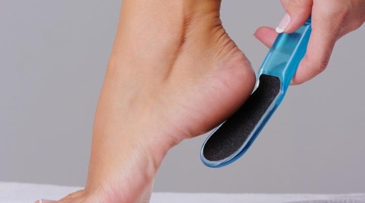 Выбираем крем для ног, который избавит от сухой кожи и трещин на пятках
