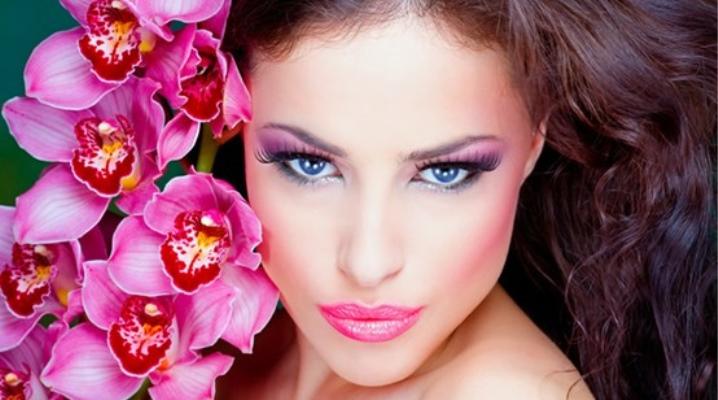 Макияж в розовых тонах: красивые нежно-розовые оттенки, сочетание цветов серого и белого с розовым, черный с золотом
