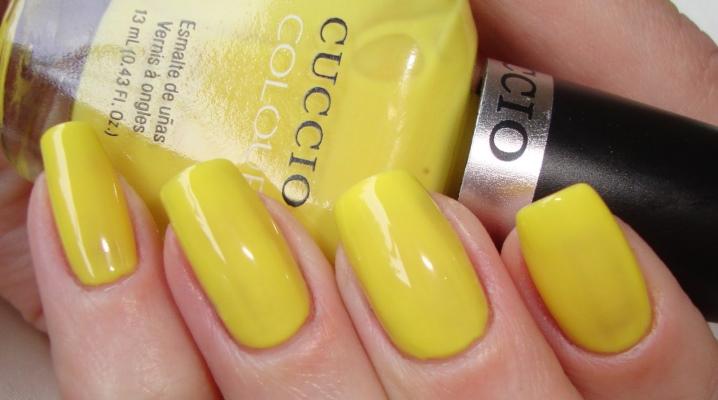 Маникюр с желтым лаком
