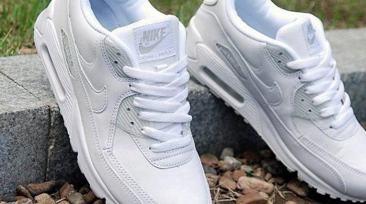 fe107a6e4 Как стирать кроссовки (27 фото): как можно почистить спортивные ...