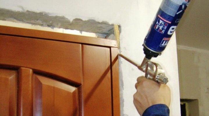 Чем оттереть монтажную пену с двери?